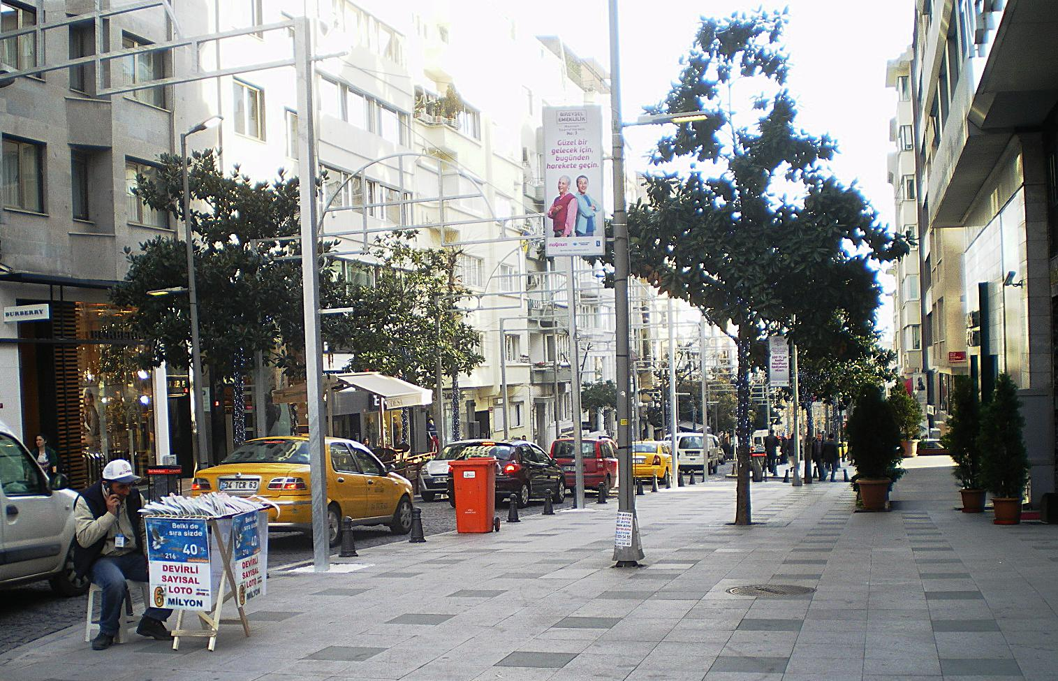 3b4e912b2 يعد شارع عبدي إيبكجي أحد شوارع التسوق الرئيسية في الطرف الأوروبي من مدينة  إسطنبول. يقع الشارع في منطقة