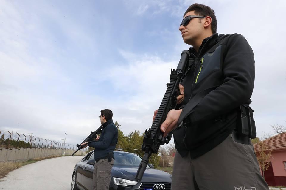 حرس أردوغان الشخصي يستبدل أسلحته بأخرى تركية الصنع نوع MPT-76 22552479_1816727751690251_1497699533974851155_n
