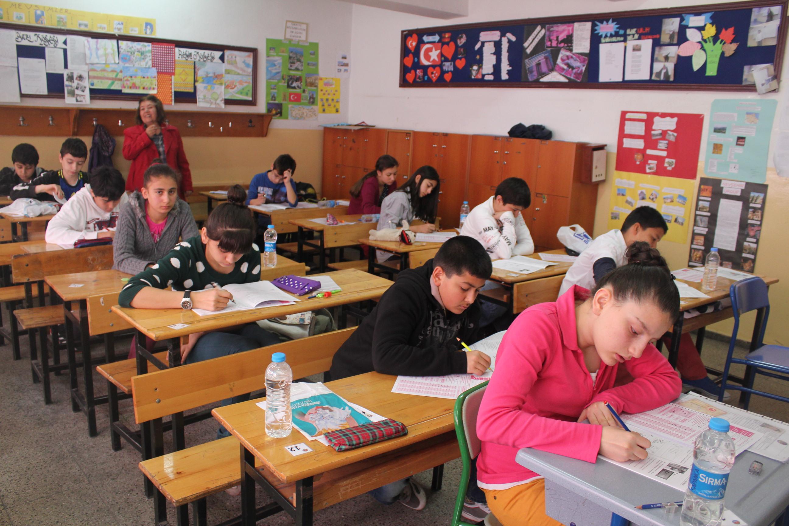وزارة التعليم تصدر قرارها بدمج الصفين الخامس والتاسع السوريّين بالمدارس التركية   ترك برس