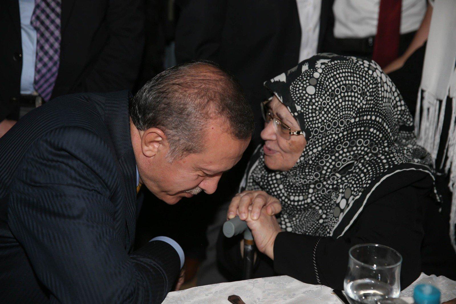 شاهد.. مجلّة عربية ترثي  أيقونة الحجاب  في تركيا   ترك برس